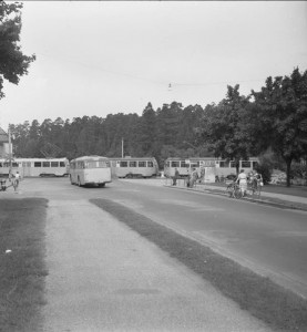 Buss vid korsningen Tyresövägen-Sockenvägen 1949.